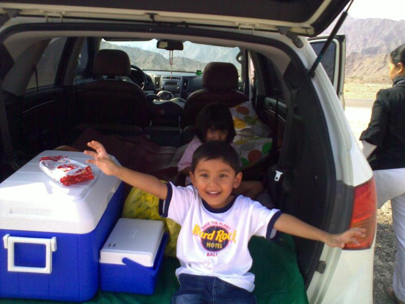 With the back up and the middle row seats down, there was ample space for the four of us to sit and have a picnic!